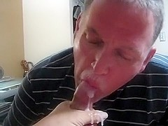 DADDY SUCKS OFF CHEATING MARRIED MAN'S BIG FAT DICK