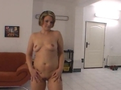 Energic milf does sexy lapdance