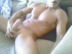 ITAILIAN MUSCLE DADDY CUMS