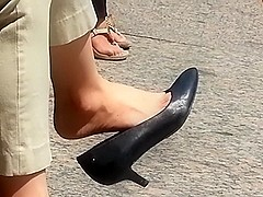 Amazing shoe dangle
