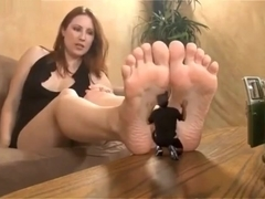 Giantess Shauna Hand Crush