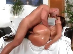 Bubble butt milf gets her pussy drilled