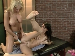 Attractive beauty Jennifer Dark plays out her wild lesbian fantasies