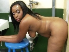 Ebony Curvy Babe Gloryhole Porn Video