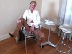 Cougar in thigh bootsorders deepthroat at the blowjob cafe