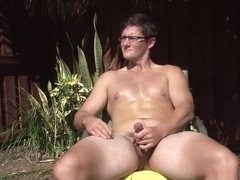 Brown haired Bull strokes by the pool, milks his cum out hands-free!