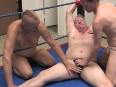 Erotic male wrestling : wrestling slaves attack