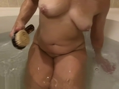 MILF STELLA TAKES A BATH AND SHAVES HER PUSSY