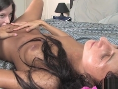 Dark lesbian pussy farts during anal fingering