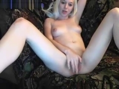 cute cam babe candy toying her wetpussy
