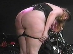 Thick biker slut Shay Thomas takes it in her phat ass!